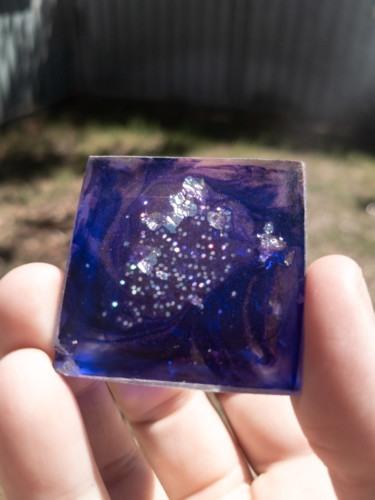 Violet Lightning Quartz Aluminum OrgoneIt Orgonite Pyramid 4cm 2