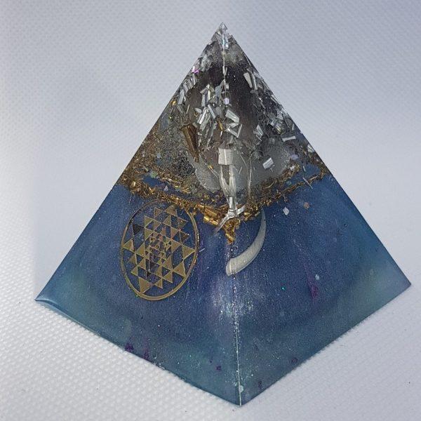 Blue Velvet Orgone Orgonite Pyramid 6cm 1