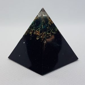 Green Truth Orgone Orgonite Pyramid 4cm