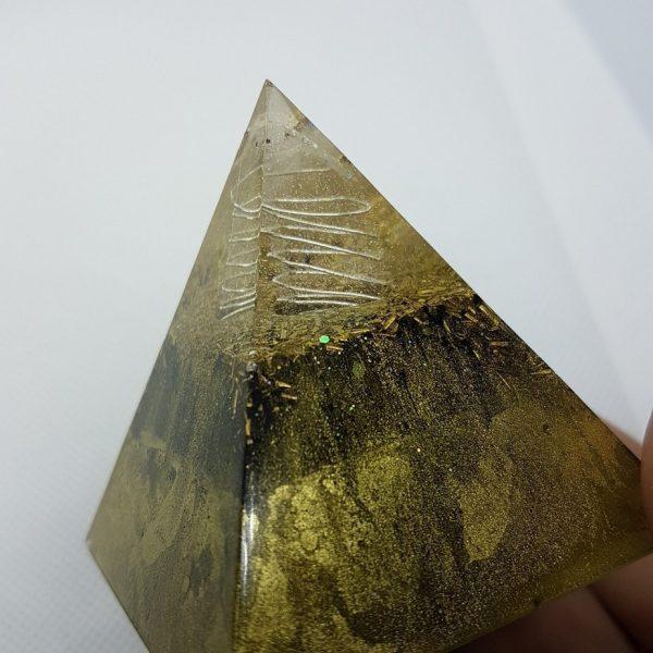 GoldenEye Orgone Orgonite Pyramid 6cm 2