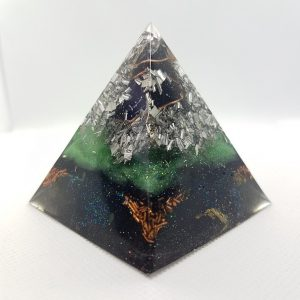 Undercover Mind Orgone Orgonite Pyramid 6cm