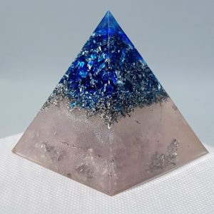 Inner Trust Orgone Orgonite Pyramid 6cm - With a heart of Silver wrapped Quartz Point, Herkimer Diamonds, Silver, Aluminium to take your mind away to the place where you learn to trust you you!