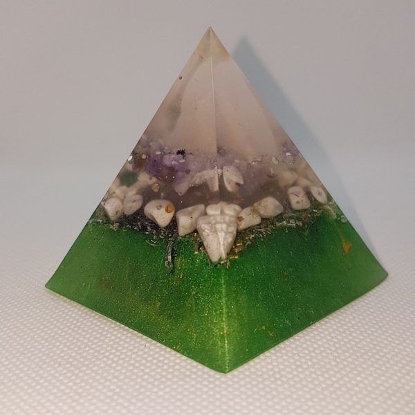 Spiritual Rising Orgone Orgonite Pyramid 6cm - Calcite point and Rose Quartz Chunk, on a layer of amethyst, hovering on a bed of Howlite, Silver, Brass and Aluminium for calming serenity and clarity