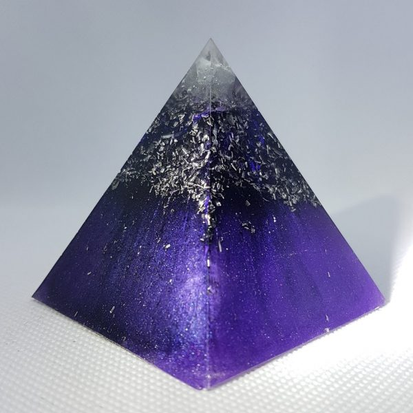 Ultra Violet Dreams Orgone Orgonite Pyramid 6cm - Large Singular Herkimer Diamonds upon layers of shungite and tourmaline powders for EMF help! With a huge Rose Quartz in the centre and aluminium too!