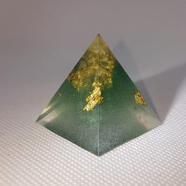 Crystal Gazing II Orgoneit Orgonite Pyramid 3cm