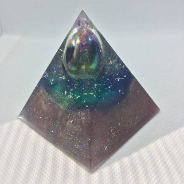 Careless Memories Orgone Orgonite Pyramid 6cm - Titanium Aura Quartz to enhance your personal power, combines with Amethyst, Herkimer Diamonds Silver Gold for an Orgonite so surprsing, you will love it!