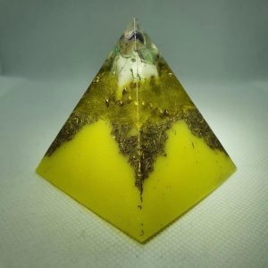 Alectrona II Orgone Orgonite Pyramid 6cm